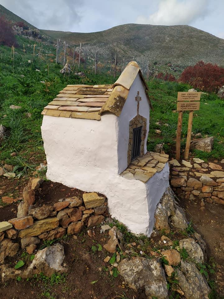 Edicola votiva nella Riserva dello Zingaro